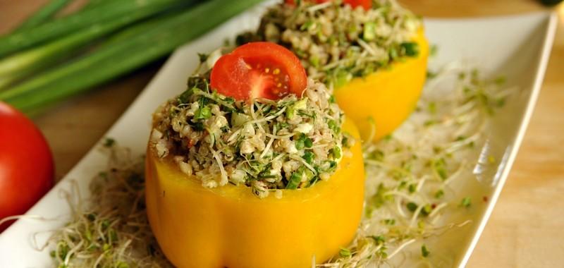Sałatka wiosenna – kiełki, kasza i komosa ryżowa
