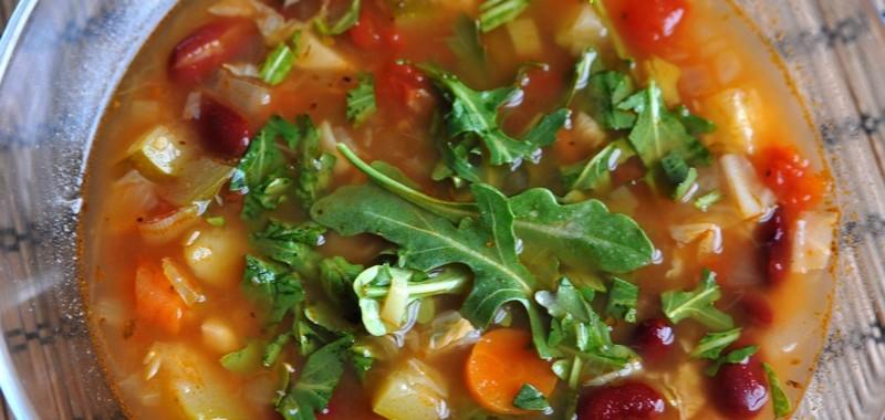 Zupa minestrone z rukolą
