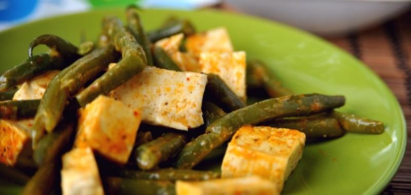 Tofu z fasolką w sosie curry