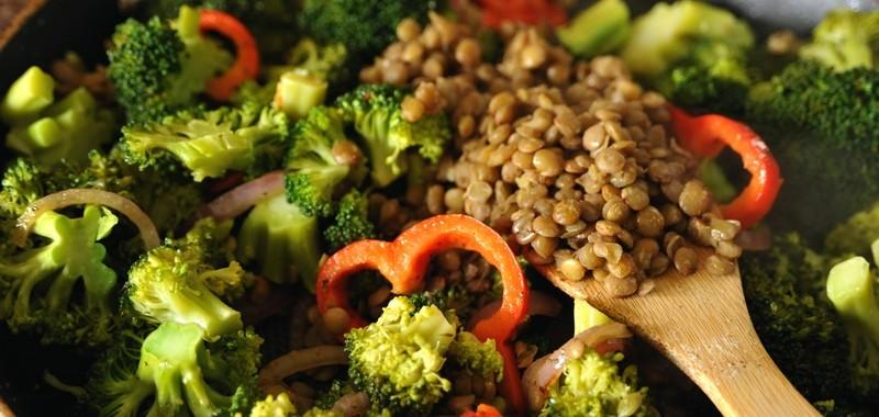 Brokuły z soczewicą i nasionami