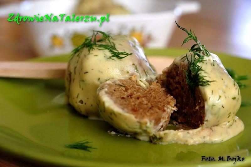 Klopsiki z fasolki mung w sosie serowo-koperkowym