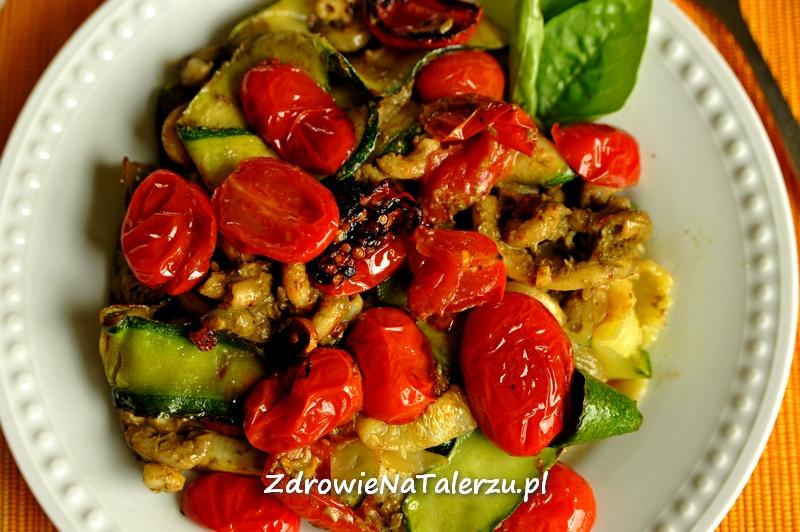 Rewelacyjne pesto z cukinii z makaronem bezglutenowym i pomidorami