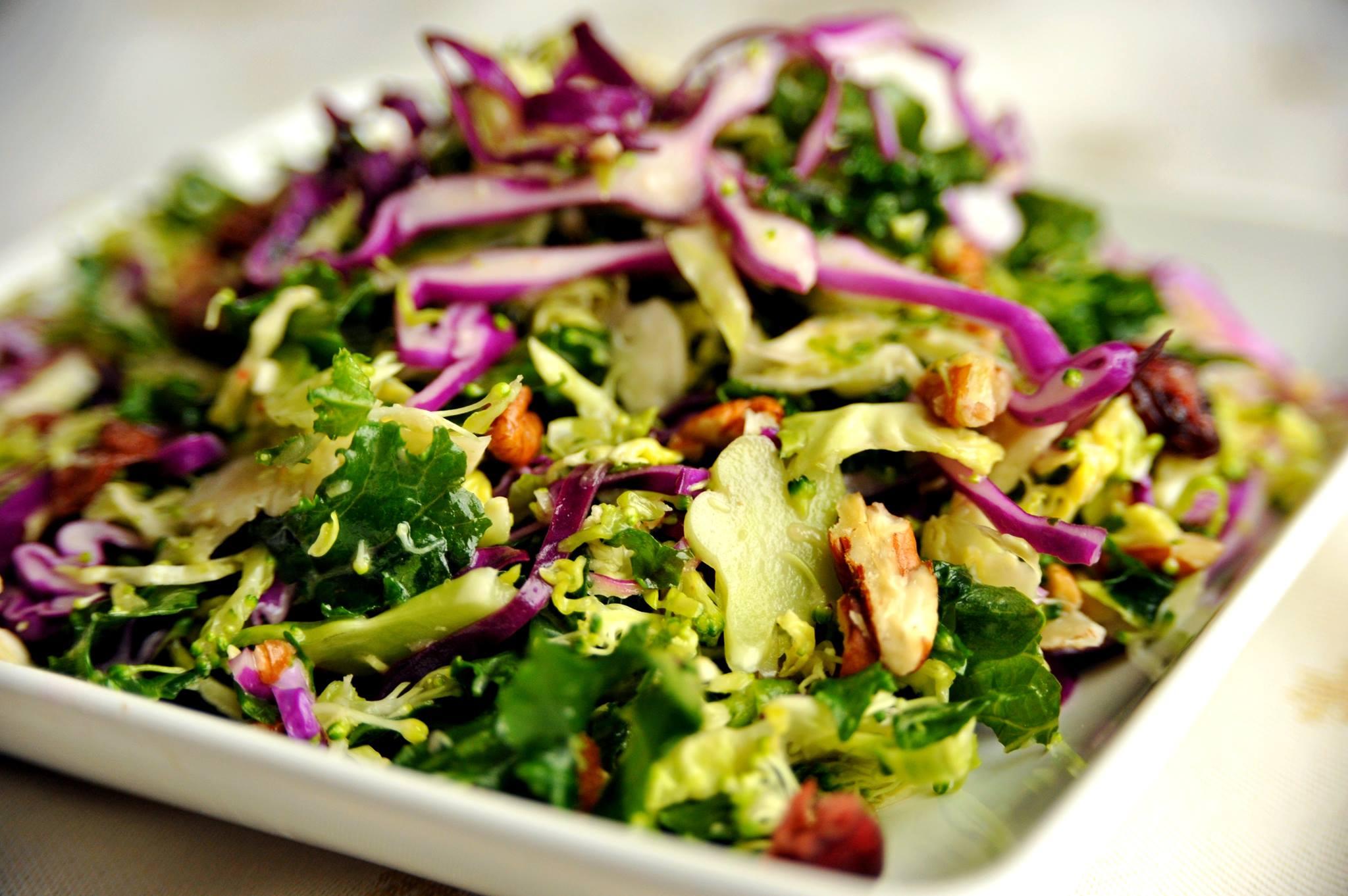 Salatka Z Brokulami I Jarmuzem Zdrowie Na Talerzu