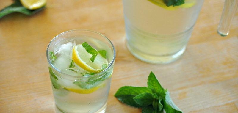 Orzeźwiający napój miętowo – cytrynowy