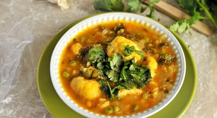 Zupa kalafiorowa z jarmużem